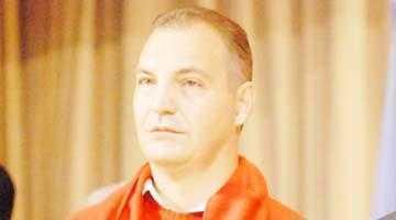Deputatul Mircea Drăghici îi dedică lui Mircea Andrei fabula cu soarele şi vântul 5