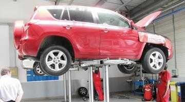 Toyota Piteşti a obţinut certificarea Standardelor Europene în Tinichigerie – Vopsitorie 3