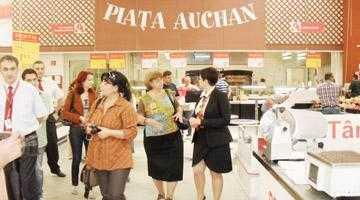 Auchan Piteşti a sărbătorit cu şampanie 50 de ani în lume şi 5 ani în România 3