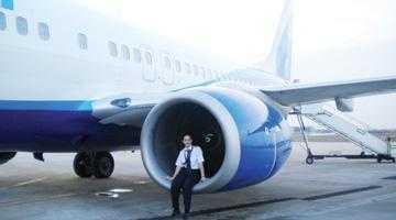 O piteşteancă este cel mai tânăr pilot de Boeing 737 8