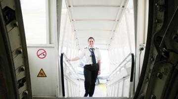 O piteşteancă este cel mai tânăr pilot de Boeing 737 7
