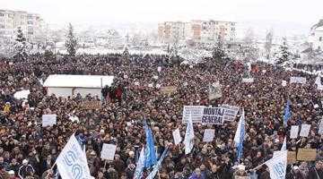 Tensiuni la Dacia. 4000 de automobilişti ameninţă cu greva generală 6