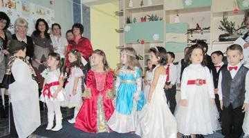Copiii de la Centrul de Zi Bambi l-au primit pe Moş Crăciun 5