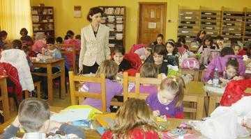 """200 de elevi, la concursul de mărţişoare organizat de Biblioteca Judeţeană """"Dinicu Golescu"""" 3"""