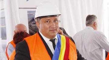 Primarul din Oarja a fost refuzat de Nicolescu şi Iani 5