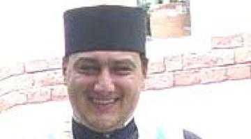Preotul Sebastian Arsulescu şi-a luat masteratul în studii administrative europene 1