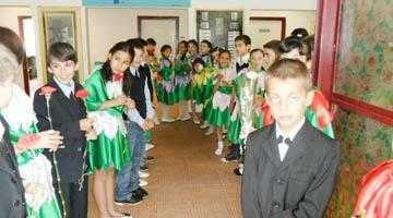 Delegaţii din cinci ţări au combătut discriminarea în şcoli 5