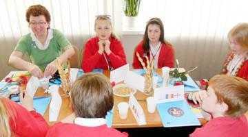 Delegaţii din cinci ţări au combătut discriminarea în şcoli 4