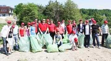 Sâmbăta ecologică. Tinerii social democraţi au adunat 200 de saci de gunoi din Pădurea Trivale 5
