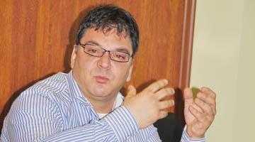 Directorul Adrian Moisescu de la Ape a spart într-o lună 30 de miliarde pe maşini 2