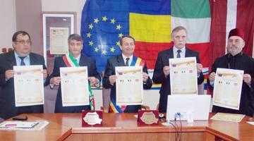 În acordurile Odei Bucuriei,  primarul Domneştiului, Nicolae Smădu, a semnat un pact de înfrăţire  cu omologii săi din Italia şi Letonia 3