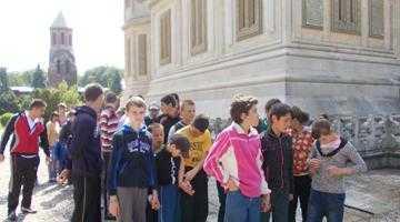 Copiii de la Şcoala Specială Valea Mare au văzut Mănăstirea Argeşului şi Barajul Vidraru 5