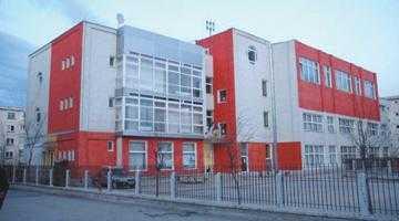 """Elevii Şcolii Nr.20 """"Tudor Vladimirescu"""" Piteşti doresc o sală multifuncţională în şcoala lor 6"""