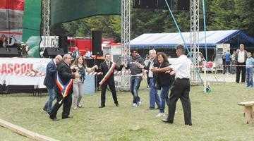 Ziua comunei Bascov. Primarul Stancu s-a prins în horă cu fraţii din Italia şi Bulgaria 4