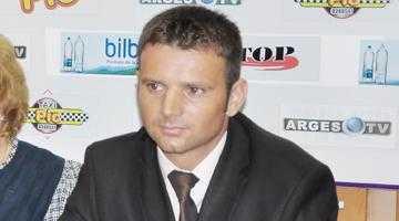 """""""Situaţia financiară a ţării a influenţat şi salariile de la FC Argeş"""" 6"""