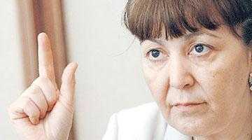 Monica Macovei era să rămână şchioapă după contactul dur avut  cu delegaţia din Argeş 5