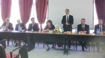 Parteneriat între Universitatea Piteşti şi AOA 5