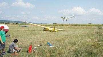 Fiul primarului Boţârcă a făcut aerodrom la Topoloveni 3