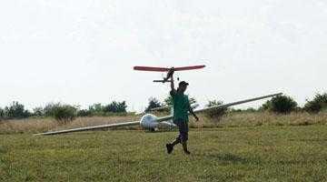 Fiul primarului Boţârcă a făcut aerodrom la Topoloveni 5