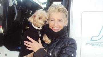 O nemţoaică frumoasă, şoferiţă de TIR, a adus la Piteşti donaţii pentru câinii fără stăpân 4