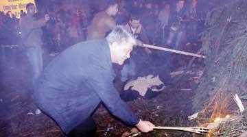 """""""Hai la Focul lui Sumedru, unde-a mâncat politicianul iedul!"""" 5"""
