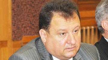 După eşecul usturător de la alegerile parlamentare, Gabriel Bratu vrea să demisioneze din funcţia de prim-vicepreşedinte PDL 3
