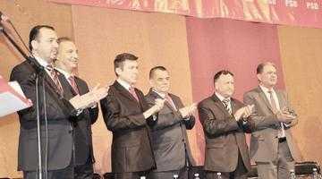 După ce s-au pupat, social-democraţii şi liberalii s-au înţepat  la Conferinţa PSD Piteşti 5