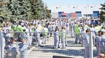 În 2012, salariul mediu brut la Dacia a fost de 3965 lei 2
