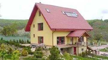 """Prima """"locuinţă verde"""" construită în România se află la Ciofrângeni 5"""