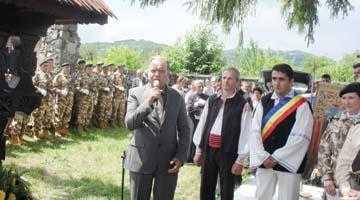 Eroii de război români şi germani, comemoraţi la Şuici cu fanfară şi depuneri de coroane 5
