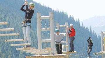 Un alpinist argeşean a realizat două parcuri de aventură pe Transfăgărăşan 6