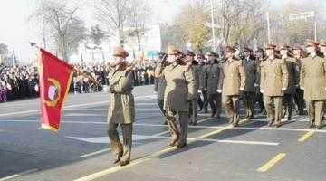 Piteştiul a dat onorul  la parada militară  de 1 Decembrie din Capitală 4