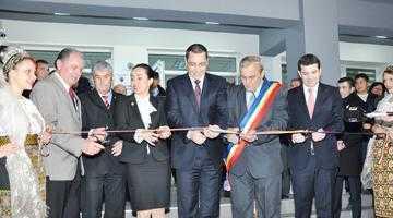 Premierul Ponta a inaugurat noul Centru Cultural Educativ Mioveni 3