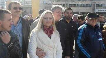 Poliţistul Dănuţ Dinu a părăsit mitingul, când acesta a fost confiscat politic de şeful PNŢCD Argeş, Gheorghe Dinescu 5