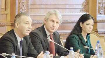 Dezbatere în Parlamentul României pe tema combaterii sărăciei 5