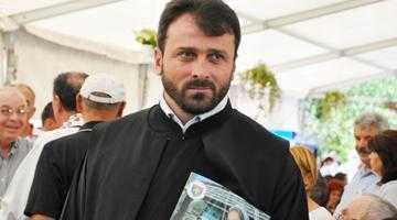"""""""Chiar dacă va fi sancţionat administrativ, preotul Manea nu va fi oprit de la slujbă"""" 6"""