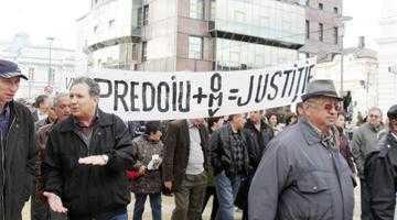 Reprezentanţii salariaţilor disperaţi de la Arpechim au plecat la Bruxelles 6
