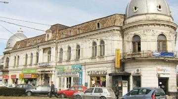 Deşi afectat de uzură şi de procese, Hotelul Regal din Câmpulung a fost scos la vânzare pentru 1,5 milioane euro 5