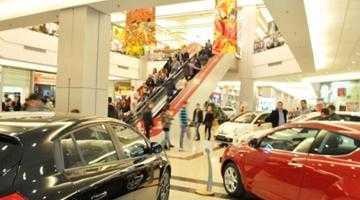 Maşini de lux de peste 80.000 euro la Salonul Auto Euromall 5