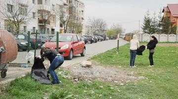 """500 de saci de deşeuri  au fost strânşi la Mioveni într-o singură zi în campania """"Să facem curăţenie în oraşul nostru!"""" 6"""