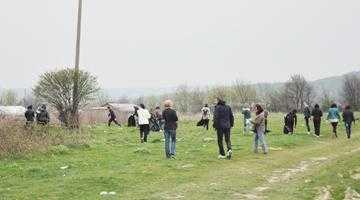 """500 de saci de deşeuri  au fost strânşi la Mioveni într-o singură zi în campania """"Să facem curăţenie în oraşul nostru!"""" 7"""