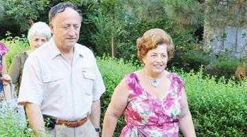Primarul Pendiuc a reînceput  să facă piaţa, alături de nevastă 6
