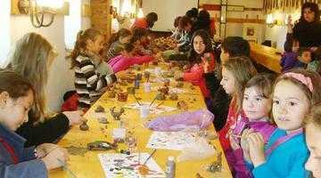 Peste 3.000 de elevi au participat la proiectul educaţional Drumul tradiţiilor la Muzeul Goleşti 6