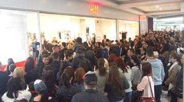 Mii de argeşeni la deschiderea H&M din Euromall Piteşti 5