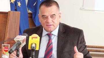 Viceprimarul Ionică nu înţelege cum Primăria Bradu poate plăti fotbaliştii de la Atletic 2