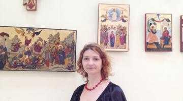 Pictorul iconar Camelia Darie expune pentru prima oară la Biblioteca Judeţeană 6