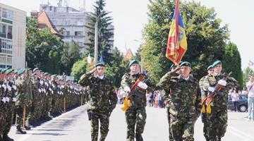 """""""Virtutea militară"""" şi """"Emblema de onoare"""" pentru vânătorii de munte din Câmpulung 6"""