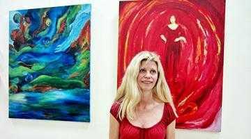 O artistă daneză îşi expune picturile la Biblioteca Judeţeană 5