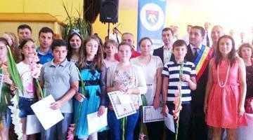 Premii pentru octogenari, cuplurile fidele şi elevii merituoşi de ziua comunei Şuici 6