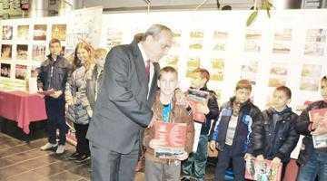 Primăria Mioveni a acordat peste 1.500 de burse pentru elevii silitori sau din familii modeste 4